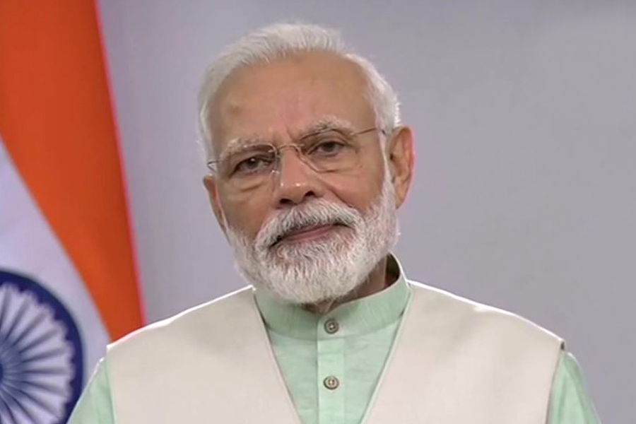 On April 5, at 9 pm, switch off all lights and light lamps for 9 minutes: PM Modi