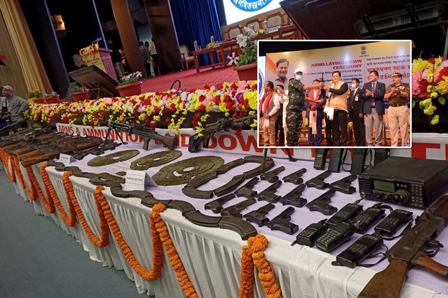 Over 1,000 militants belonging to 5 insurgent outfits lay down arms in Guwahati